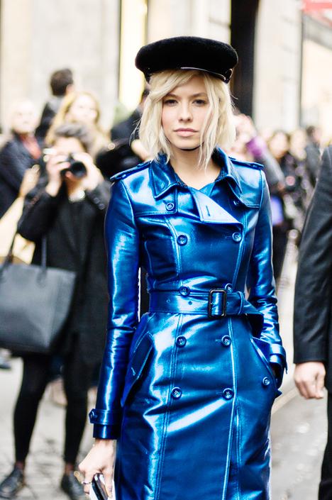 1-elena-perminova-cobalt-blue-trench-coat-street-style-468x705