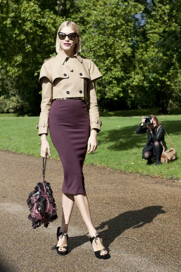 Elena-Perminova-matched-her-lipstick-her-skirt-topped-off-look-sharp-cropped-trench