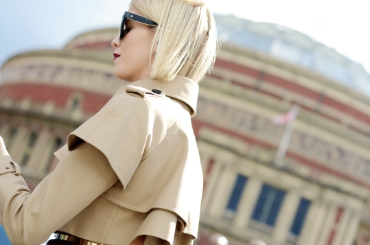 LFW-London-Fashion-Week-SS14-Street-Style-Elena-Perminova-Burberry-Cropped-Trench