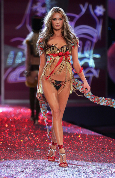 Victoria's Secret Fashion Show 2005 Russian Izabel Goulart Victoria Secret