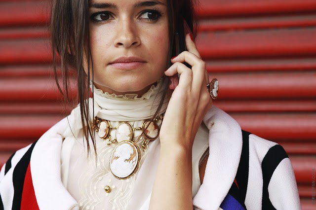 How To Wear Statement Necklaces This HolidaySeason