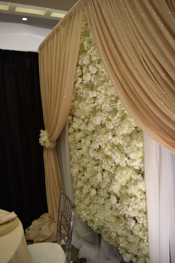 WeddingFlowerWallTrend.jpg